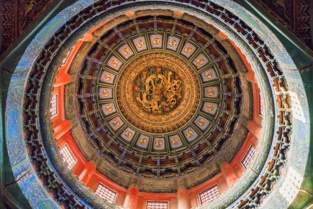 紫禁城、北京、中国の龍彫りの屋根