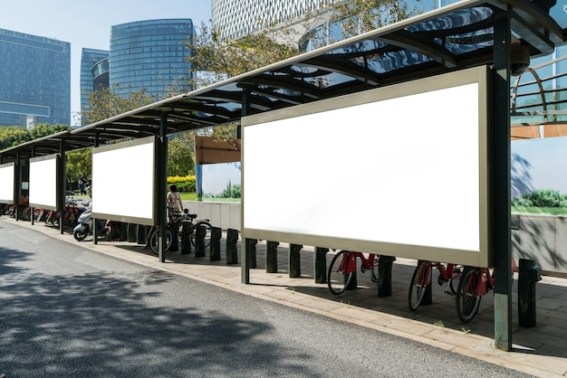 ステージ上のバス停看板、杭州、中国
