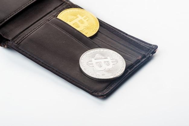 財布、白い背景のビットコイン