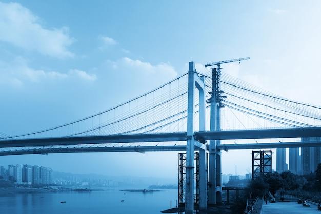中国重慶で建設中の橋