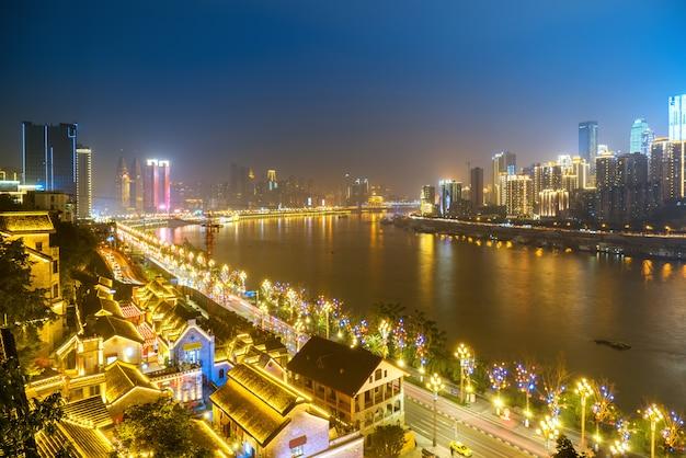 中国、重慶の街の美しい夜景