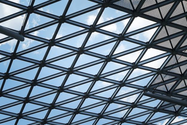 建築物、金属フレームのクローズアップ