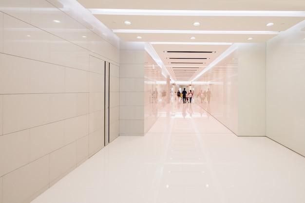 ショッピングモールのバスルームのインテリアスペース
