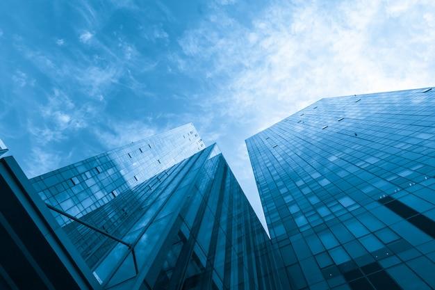 超高層ビルは中国青島にあります
