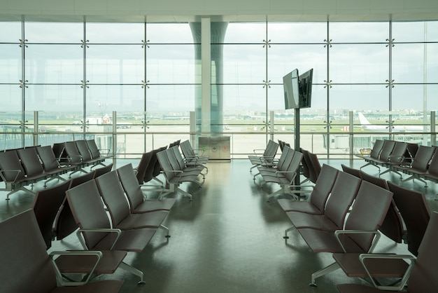 Внутри аэропорта - посадка в аэропорту в большом аэропорту