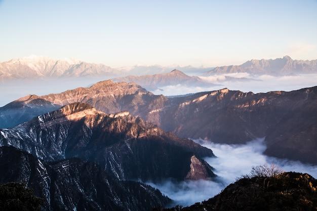 多くの山々