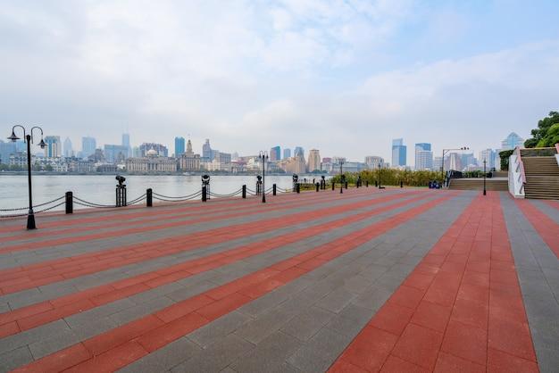 空の広場と上海金融センター、中国の高層ビル