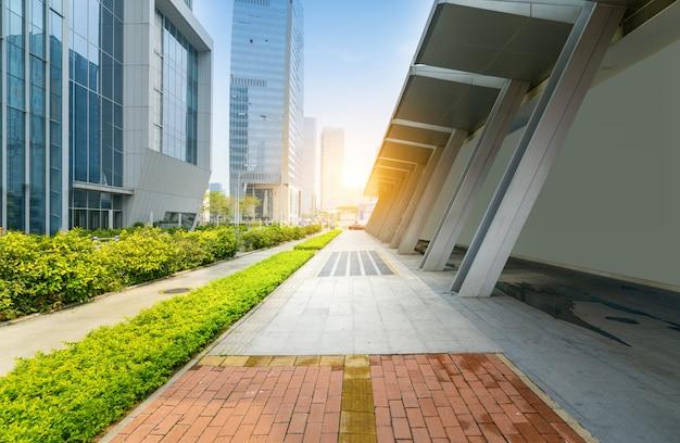 空の床と金融センター、深セン、中国のオフィスビル