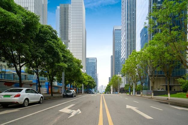 都市の景観と深セン、中国のスカイラインと空の高速道路