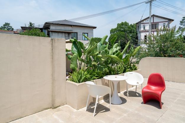 ヴィラガーデンレストランの長いテーブルと椅子
