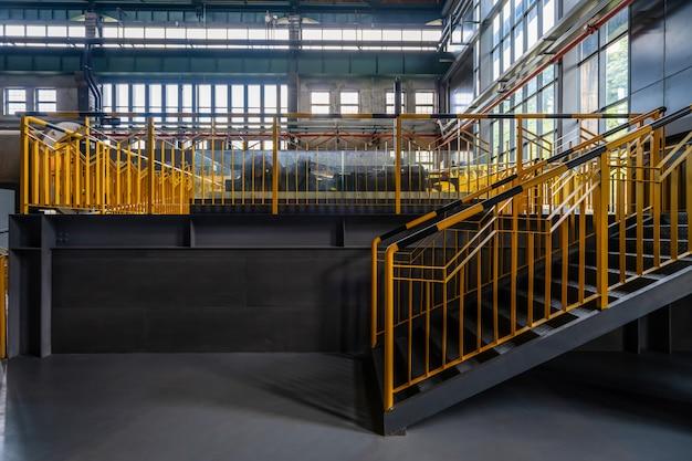 内部の建物構造と製鉄所へのアクセス
