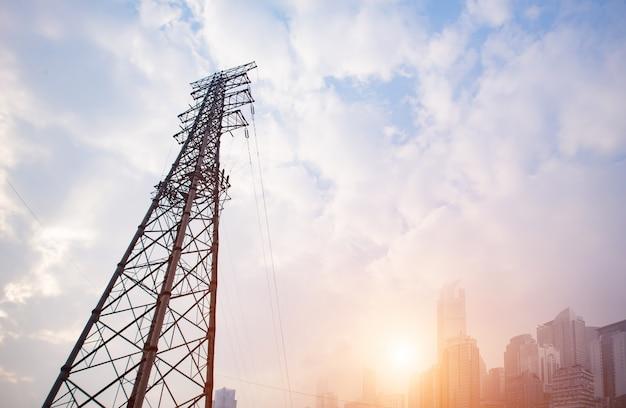 高電圧の塔
