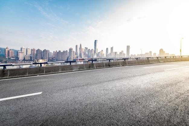高速道路のバイパス高架高架通路