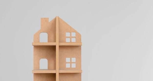 Игрушечный деревянный домик на сером
