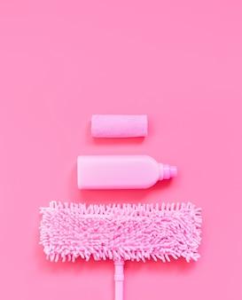 モップ、雑巾、洗剤ピンクはピンク色にセット。