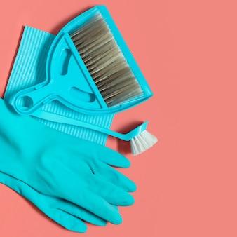 生きている珊瑚の春の大掃除のための青い道具一式