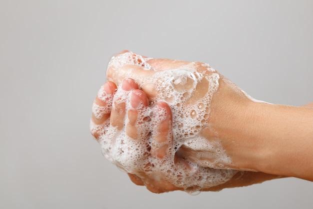 石鹸で手洗い