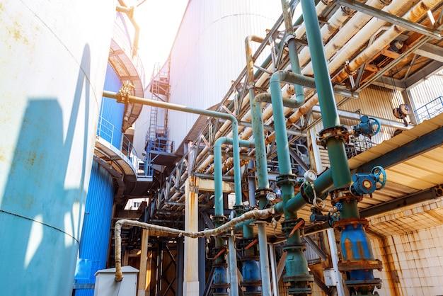 工業地帯のパイプライン
