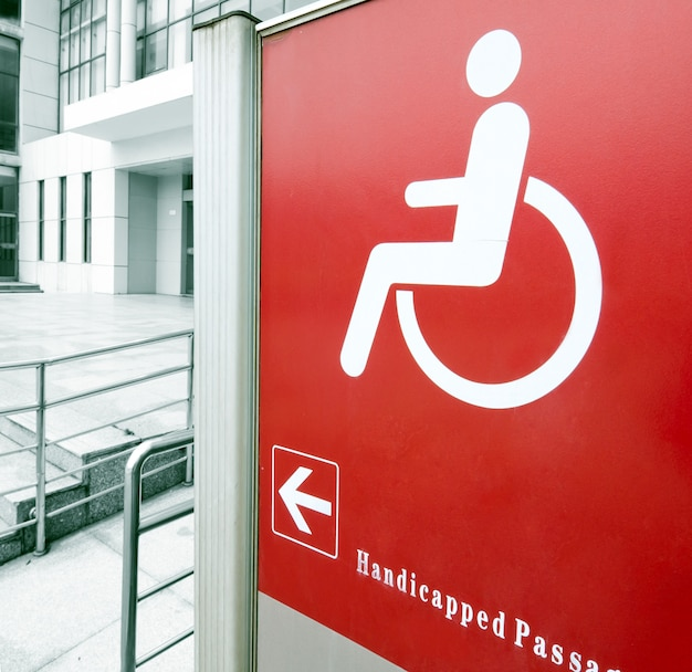 車椅子用スロープを使用する