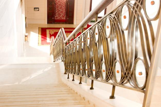 モダンな家の中の階段
