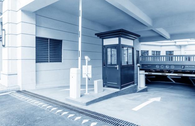 地下駐車場の入り口