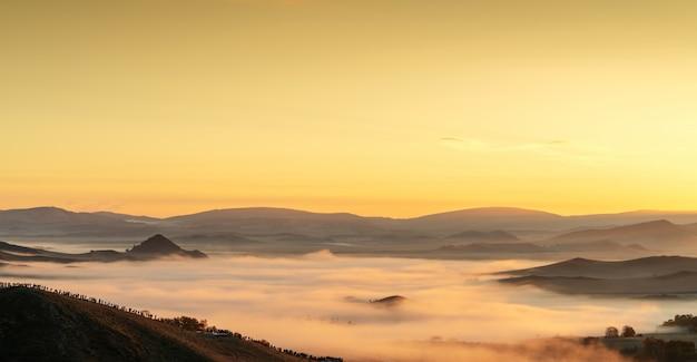 Раннее утро в горах