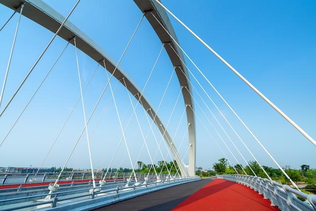 現代の橋と川