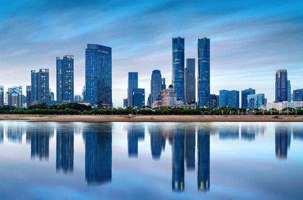 Панорама города в сумерках