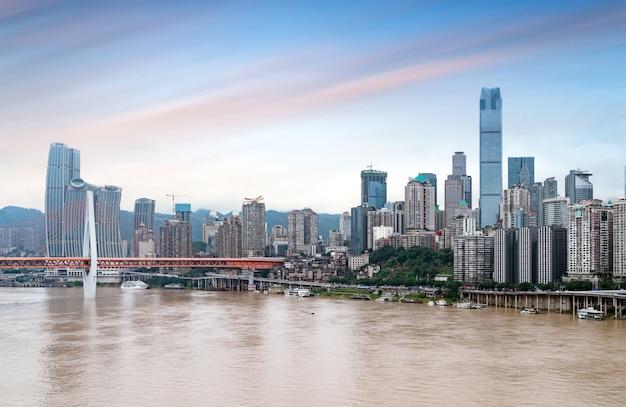 重慶の街並みと高層ビル