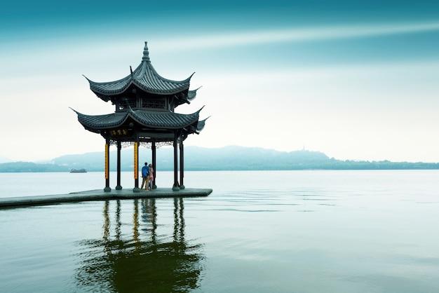 Западное озеро в ханчжоу, провинция чжэцзян, китай