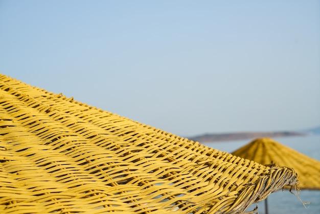 Пляжные зонтики смотреть сверху