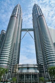 ツイン高層ビル
