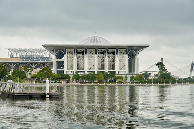 宗教イスラム教のマレーシアアーキテクチャプトラジャヤ