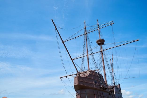船屋外の歴史の背景の空
