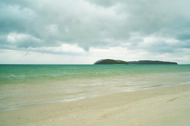 マレーシア積乱雲の水平休暇無人