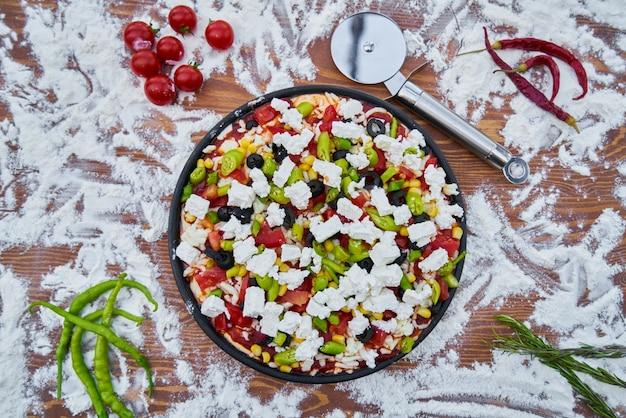 小麦粉と野菜の生ピザ