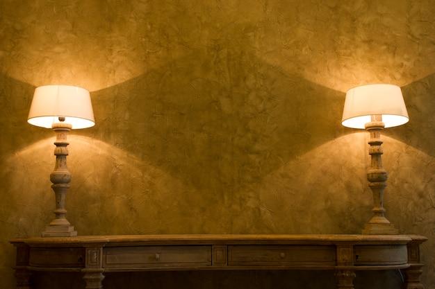 Две лампы в помещении