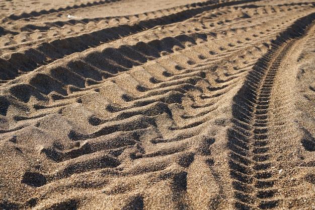 Следы колеса на песке