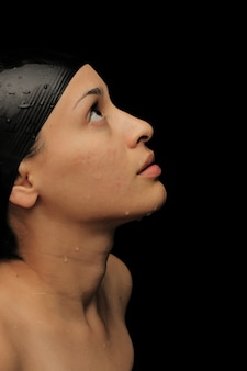 Женщина с купальную шапочку