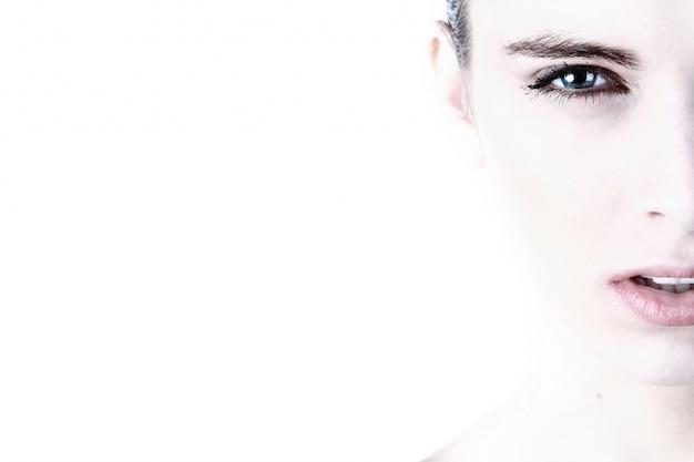 女性の顔の肖像画