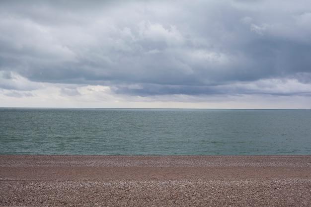 平和なビーチの風景