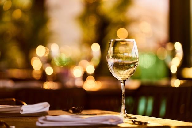 ロマンチックなディナーテーブル