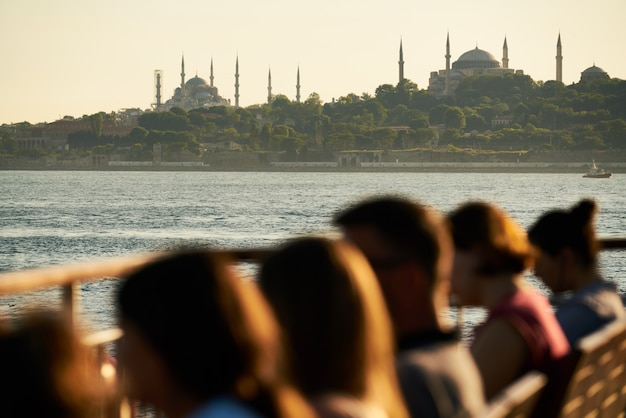 人々とイスタンブールビューの背景