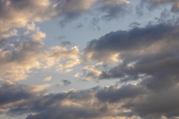 ふわふわの雲と空