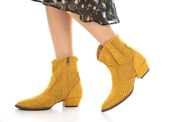 Женская обувь снимать