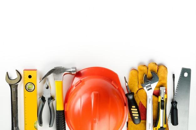Инструмент для строительства дома или ремонта квартиры, на белом фоне.