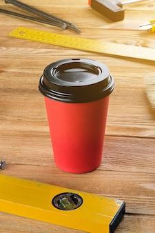 Инструменты для строительства и кружка кофе