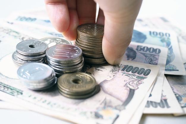Японские иены и монеты японских иен за деньги концепции