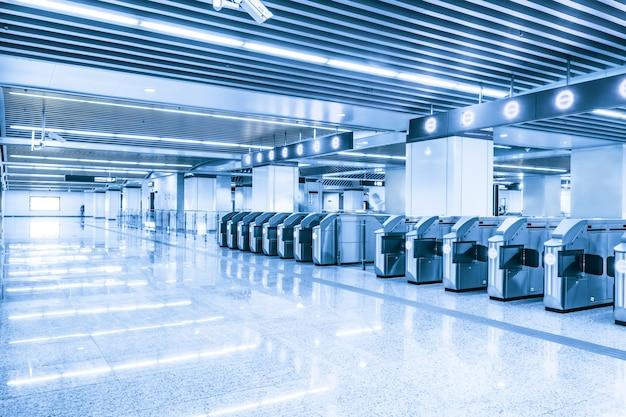 Просторная станция метро