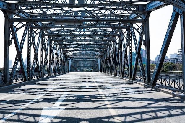 屋外の観光の建物古い橋